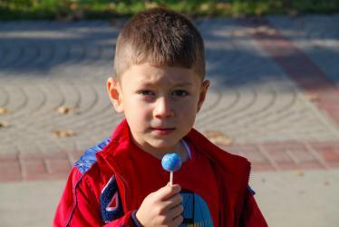 nino-caucásico-de-8-años-con-diabetes-tipo-1
