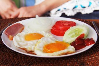 plato-con-huevos-proteinas